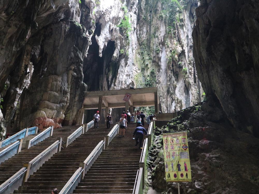バトゥ洞窟のさらに奥の階段