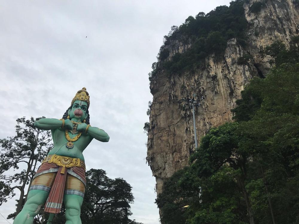 バトゥ洞窟(バトゥケーブ)駅近くのヒンドゥー教の神様