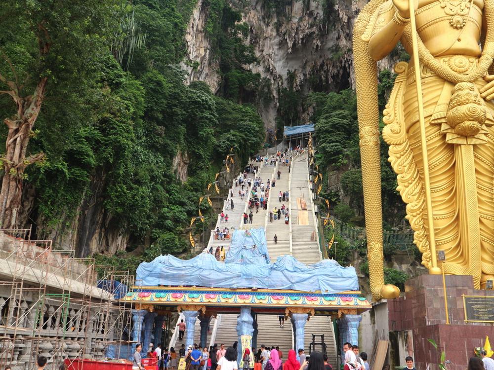 バトゥ洞窟の入り口に続く大階段