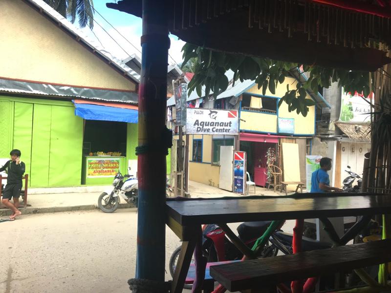 エルニドでは解放的なレストランが多い