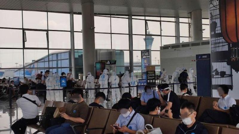 中国でのPCR検査までの空港待機の様子
